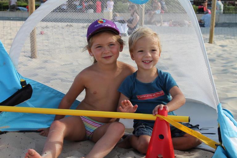 Les enfants au club de plage